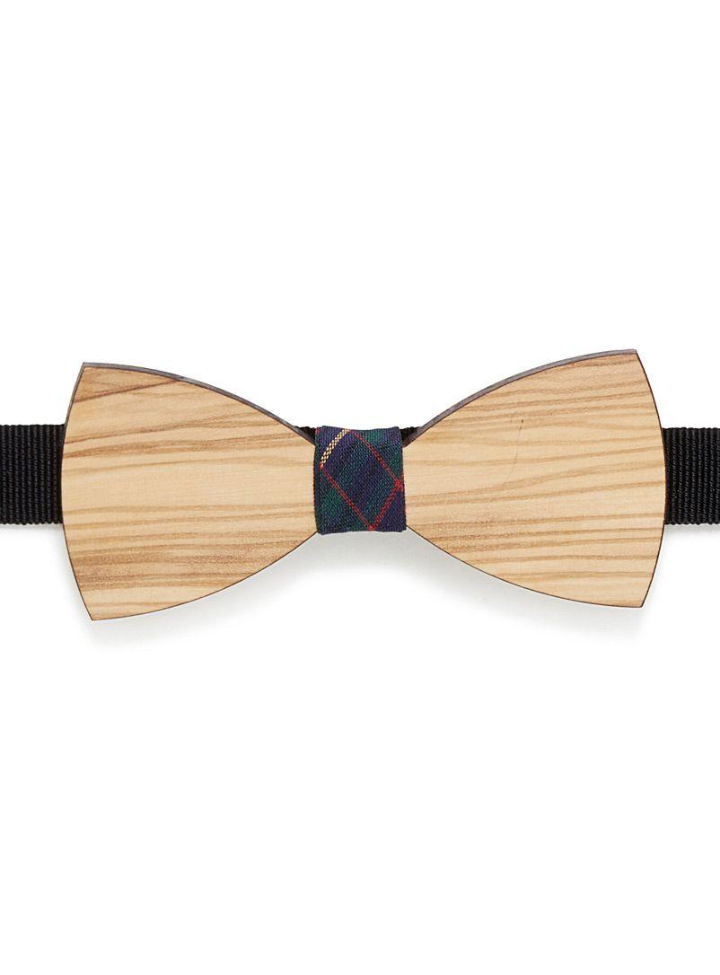 Prosac au 31 pour homme   Le noeud papillon actualisé dans un design en bois pâle véritable au fini veiné authentique   Ruban motif tartan au centre   Ruban gros-grain ajustable sur attache métallique   Fait à la main en Italie