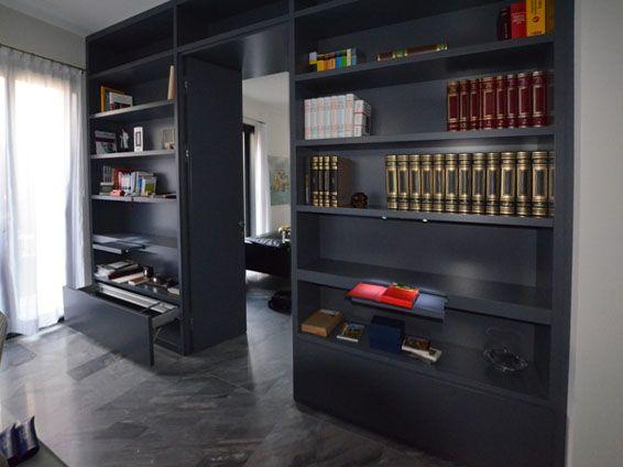 Photo of Mobile contenitore / parete attrezzata che divide la zona studio dal soggiorno, finito …