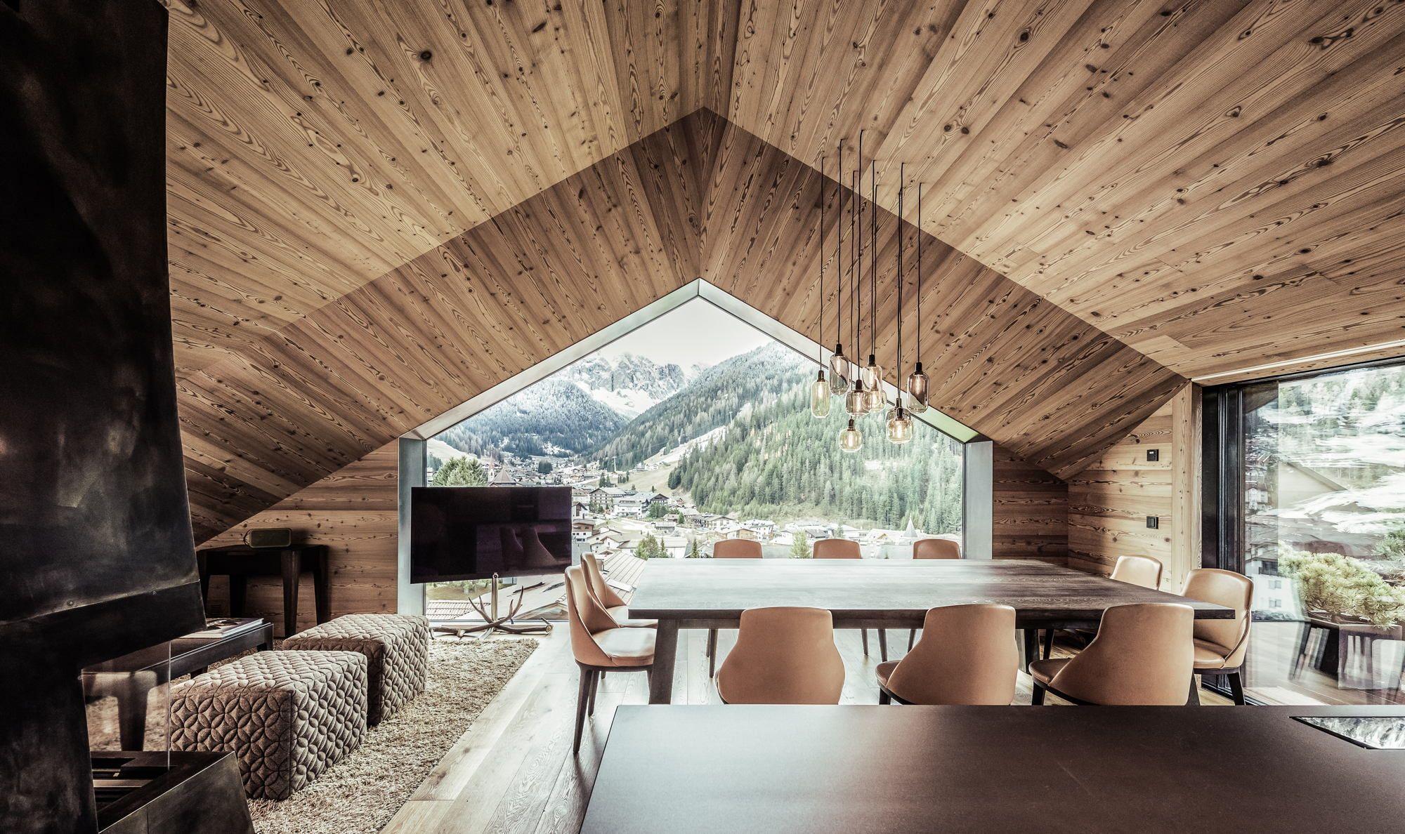 Regionale Dynamik - Wohnhaus in den Dolomiten   Town house, House ...