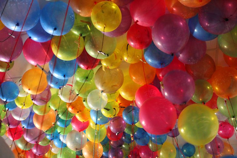 European Balloon Festival | The individual peace wishes of students tied to the balloons