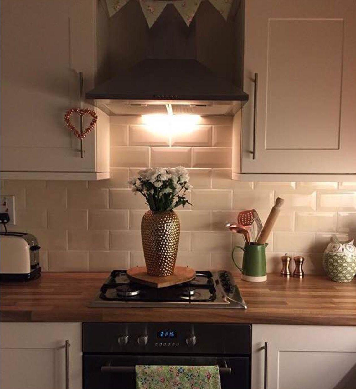 Cream Kitchen Walnut Worktop Walnut Worktop Kitchen Walnut Worktop Kitchen Tiles