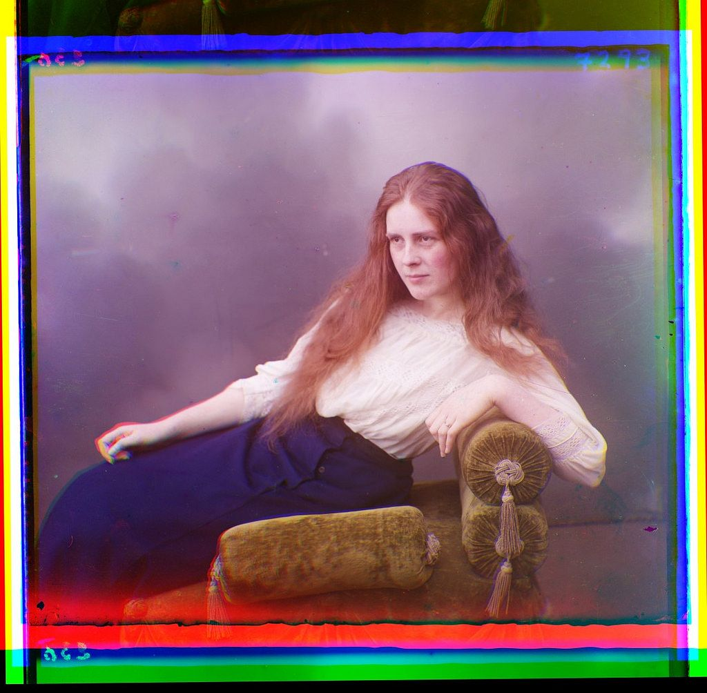 23 amazing vintage color photos of women from Imperial Russia.