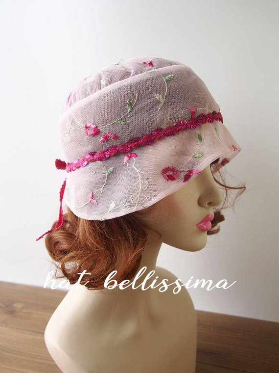 39f221def pink 1920s Cloche Hat Lace fabric Vintage Style hat hatbellissima ...