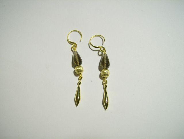 Orecchino dargento dorato con Quarzo Fumé. lungezza incl gancio 5 cm larghezza 0,5 cm