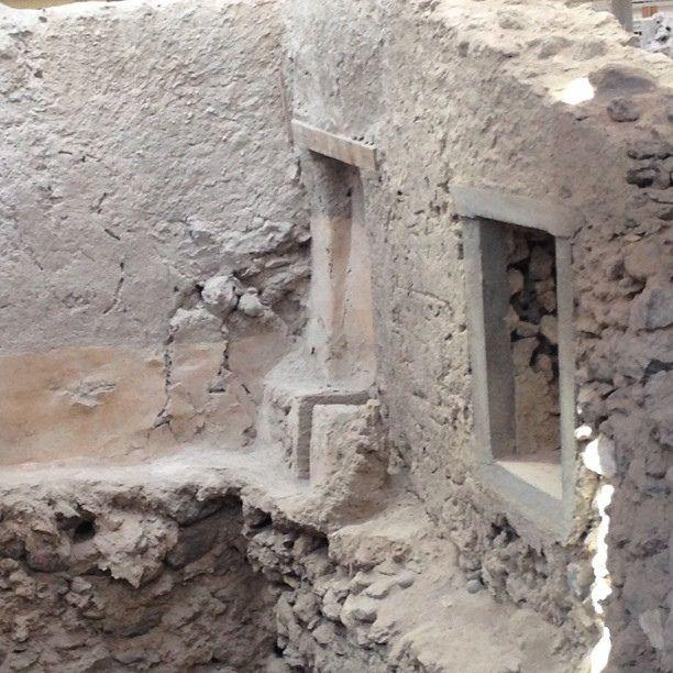 Toilet With Plumbing From 1700bc At Akrotiri In 2020 Akrotiri