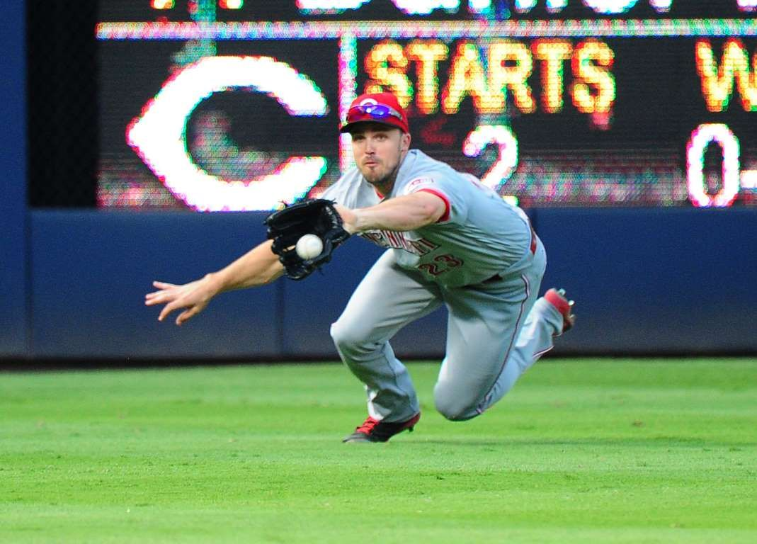Duvall Dives Adam Duvall Of The Cincinnati Reds Makes A Diving Catch Against The Atlanta Braves At Turner Field On June 13 In Cincinnati Reds No Crying In Baseball Atlanta Braves