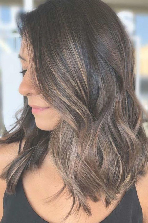 Weiches Und Subtiles Kuhles Braun Highlights Teilhighlights Mochten Sie Ihre Haarfarbe Mit Teilhighlights Haarfarben Haarschnitt Ideen Kuhle Braune Haare