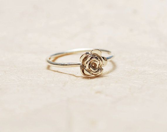 Flower ring Floral solitaire ring Sterling silver dainty flower ring Pretty ring- Delicate silver ring Handmade silver stacking ring