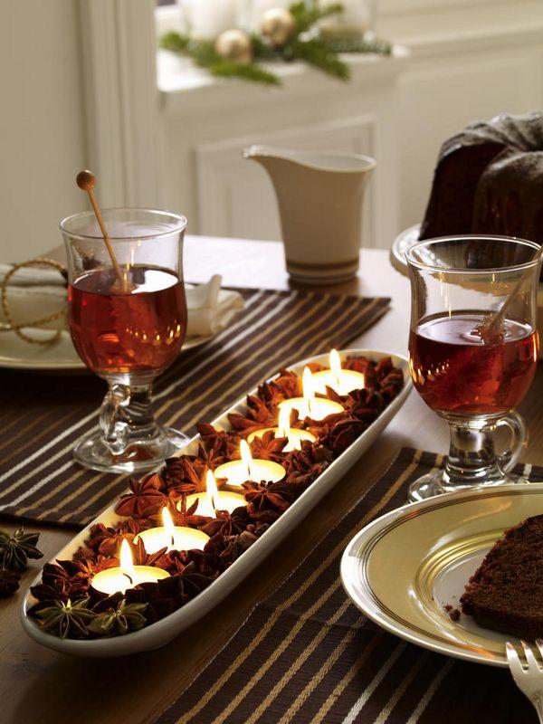 Anissterne (vom Floristen oder Bastelladen)Baguetteschale (z.B. von ASA)TeelichterAnissterne in die Baguetteschale füllen und die
