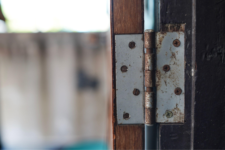 Fix Squeaky Door Hinges With This Squeaky Door Squeaky Door