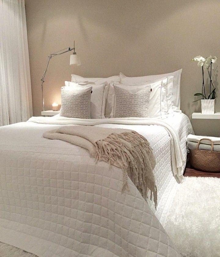Quarto de casal pequeno em tons de branco para aquecer o for Mobilia woonstudio utrechtsestraat 62 64
