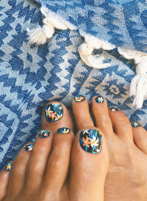 Happy tropical toes. | Pinterest | Goldfish, Kiss and Pedicures