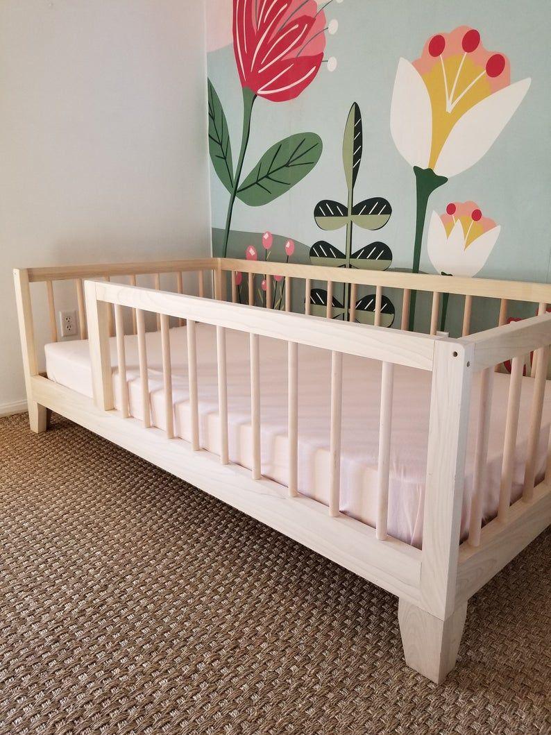 Montessori Floor Bed To Raised Bed Convertible With Rails Etsy Met Afbeeldingen Vloer Bedden Slaapkamer