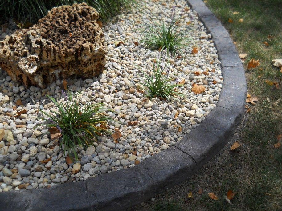 White Gravel For Landscape For Lawn Edging Black Belgium 400 x 300