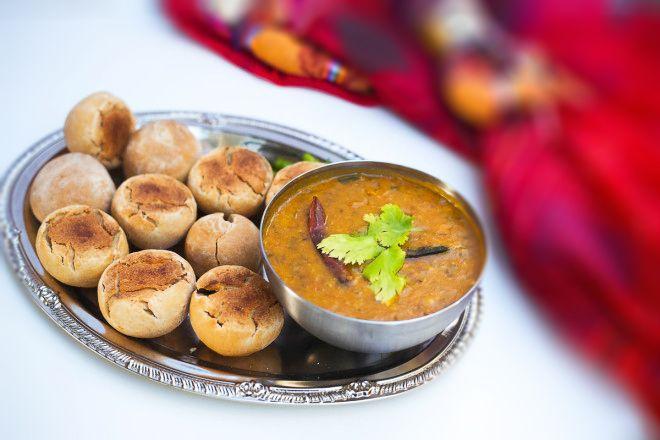 दाल बाटी , दाल बाफला , और लड्डू ! दाल बाटी (Daal - Bati) जितना राजस्थान में पसंद किया जाता है उतना ही दाल बाफला (Dal Bafla) के नाम से इंदौर-मालवा के इलाके में पसंद किया जाता है. जब भी कभी छुट्टी हो...