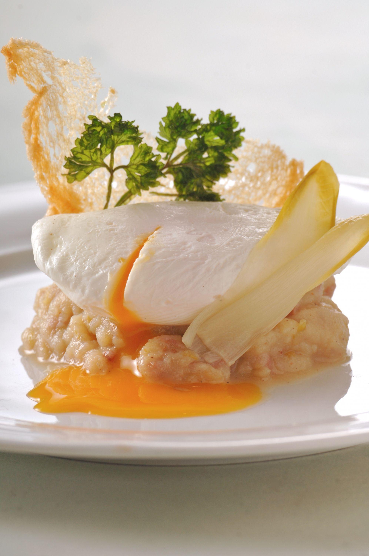 Een overheerlijke witloofstamppot met gepocheerd ei, die maak je met dit recept. Smakelijk!