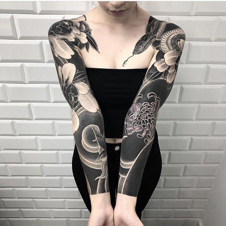 Tattoo By Horiokami Blackworkers Blackworkers Tattoo Tattoo Bw Blackwork Blacktattoo Artist Black Blackout Tattoo Solid Black Tattoo Japanese Tattoo
