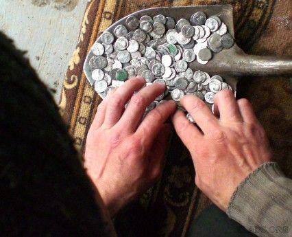 Лопата римских монет