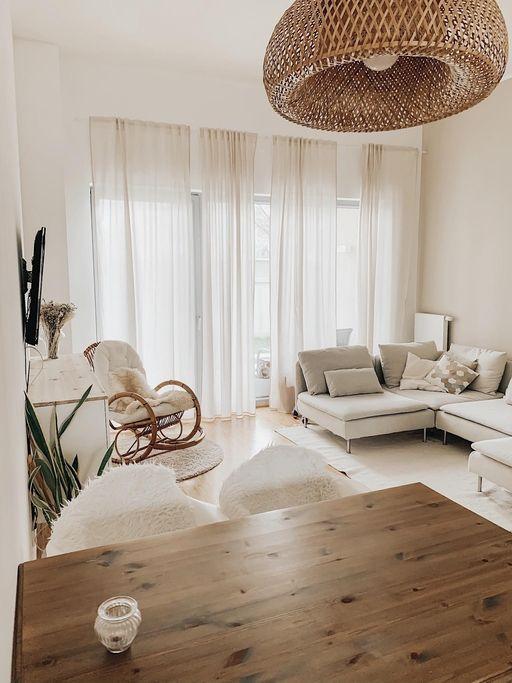 Photo of Gemütliches Wohnzimmer im natürlichen Look