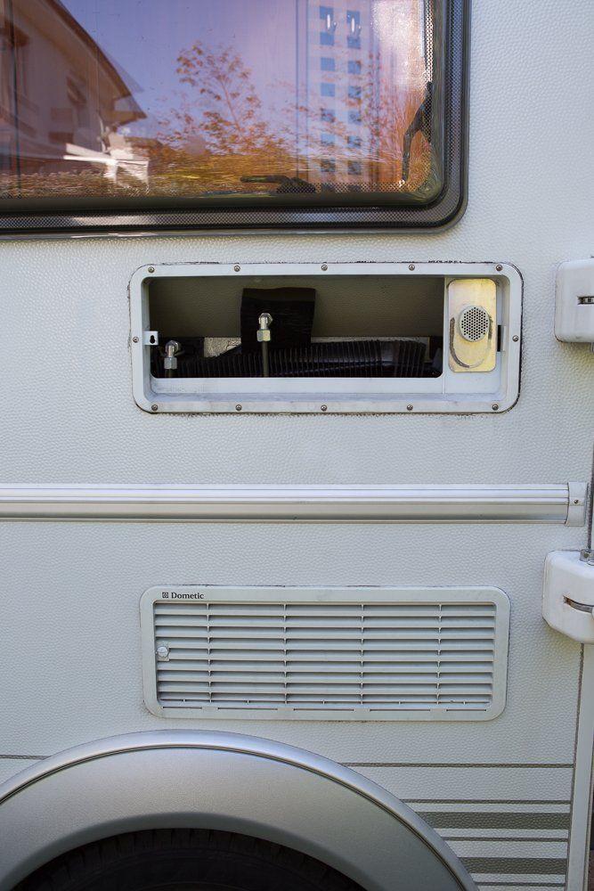 Technik Lufter Einbauen Zur Unterstutzung Des Kuhlschrankes Camperontour Camping Portal Fur Camper Und Reisende Camping Urlaub Im Wohnmobil Wohnwagen