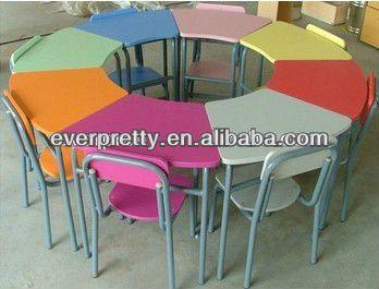 Standaard formaat van stoel schoolbank houten school tafel en