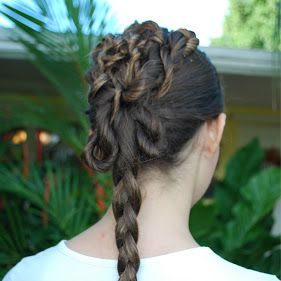 This Is A Star Wars Inspired Hairstyle It S Fairly Easy To Make You Just Grab Strands Of Hair Twist Them Up And Pin Them On To Your Head You Are Supposed T