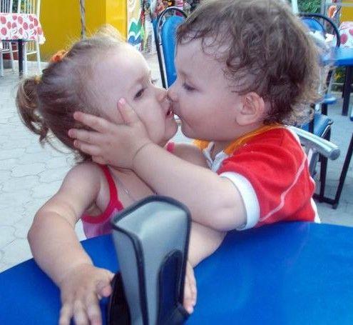 From Desktop Imagesdesigndecorin Wallpaper Babies Kissing Wallpapers 11 HD