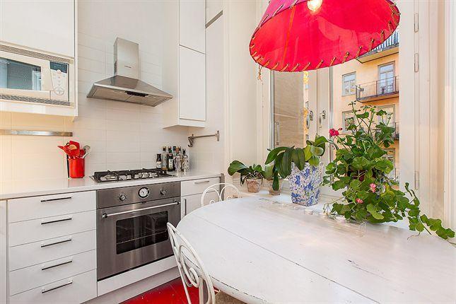 I have a table like that. So practical! But mine is more beautiful. Fastighetsmäklare Mäklare - HusmanHagberg i Stockholm Göteborg Malmö