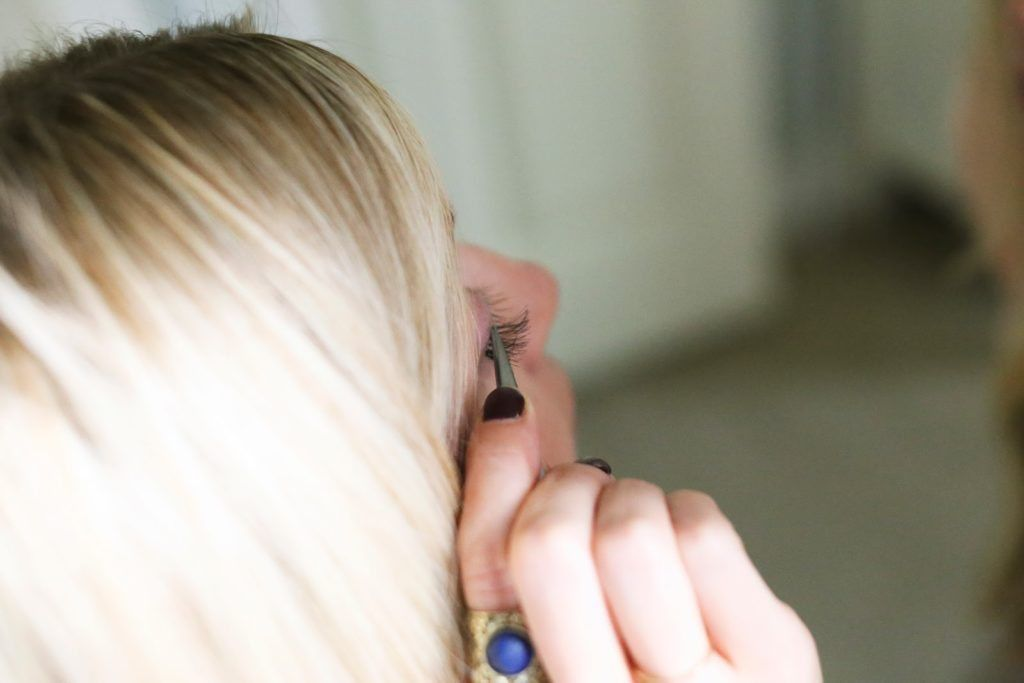 How to apply eyelash extensions yourself