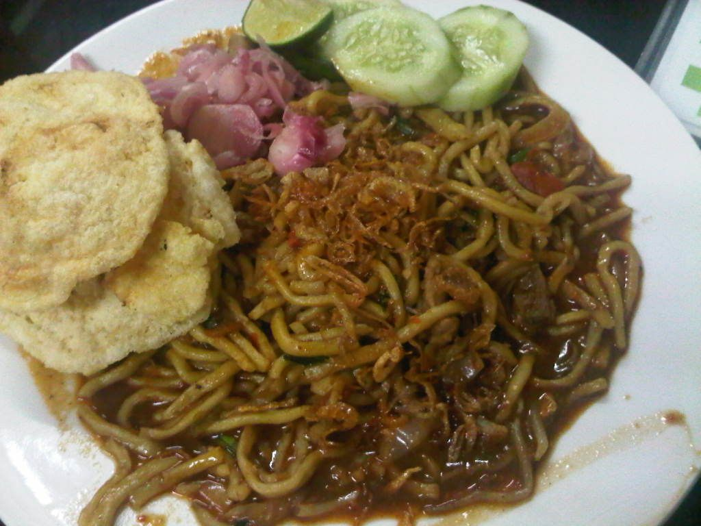 Mie Aceh Adalah Masakan Mie Pedas Khas Aceh Di Indonesia Mie Kuning Tebal Dengan Irisan Daging Sapi Daging Kambing Atau Makanan Laut Udang Masakan Mie Sapi