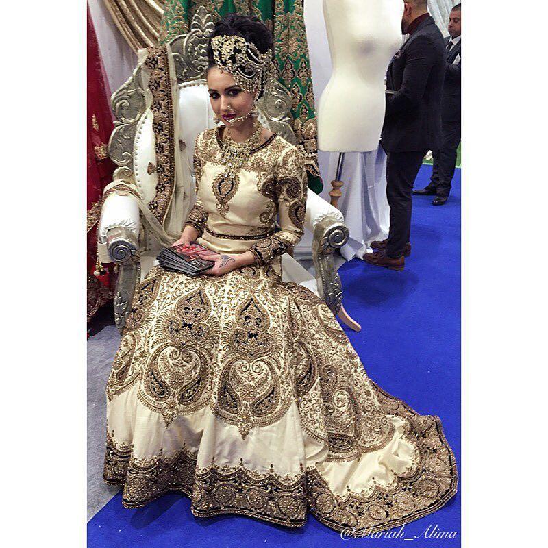 #asianbridelive2016 #2016 #asianbridelive #seemasarees #bride #love #beautiful #bengaliweddings #asianweddings #indianweddings #wedding by mariah_alima