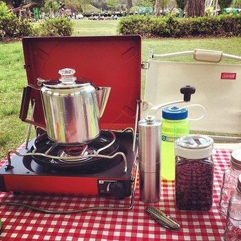 香り立つ 至福のアウトドアコーヒーを パーコレーターを使ってみない キナリノ Camping Equipment Kitchen Appliances Coffee Maker