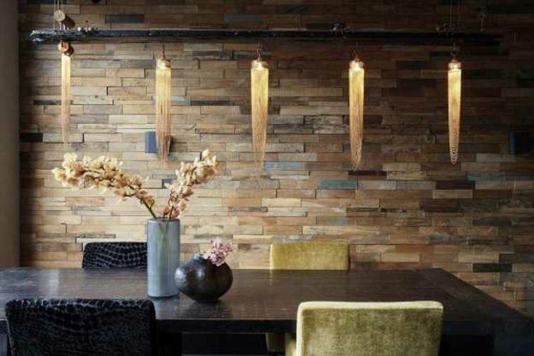 Pareti Rivestite Di Legno : Esempio di pareti rivestite in pietra colorata tavolo in legno e