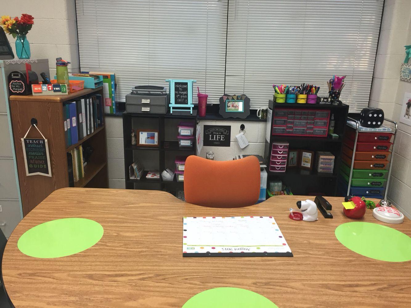 Kindergarten classroom table - An Organized No Teacher Desk Space