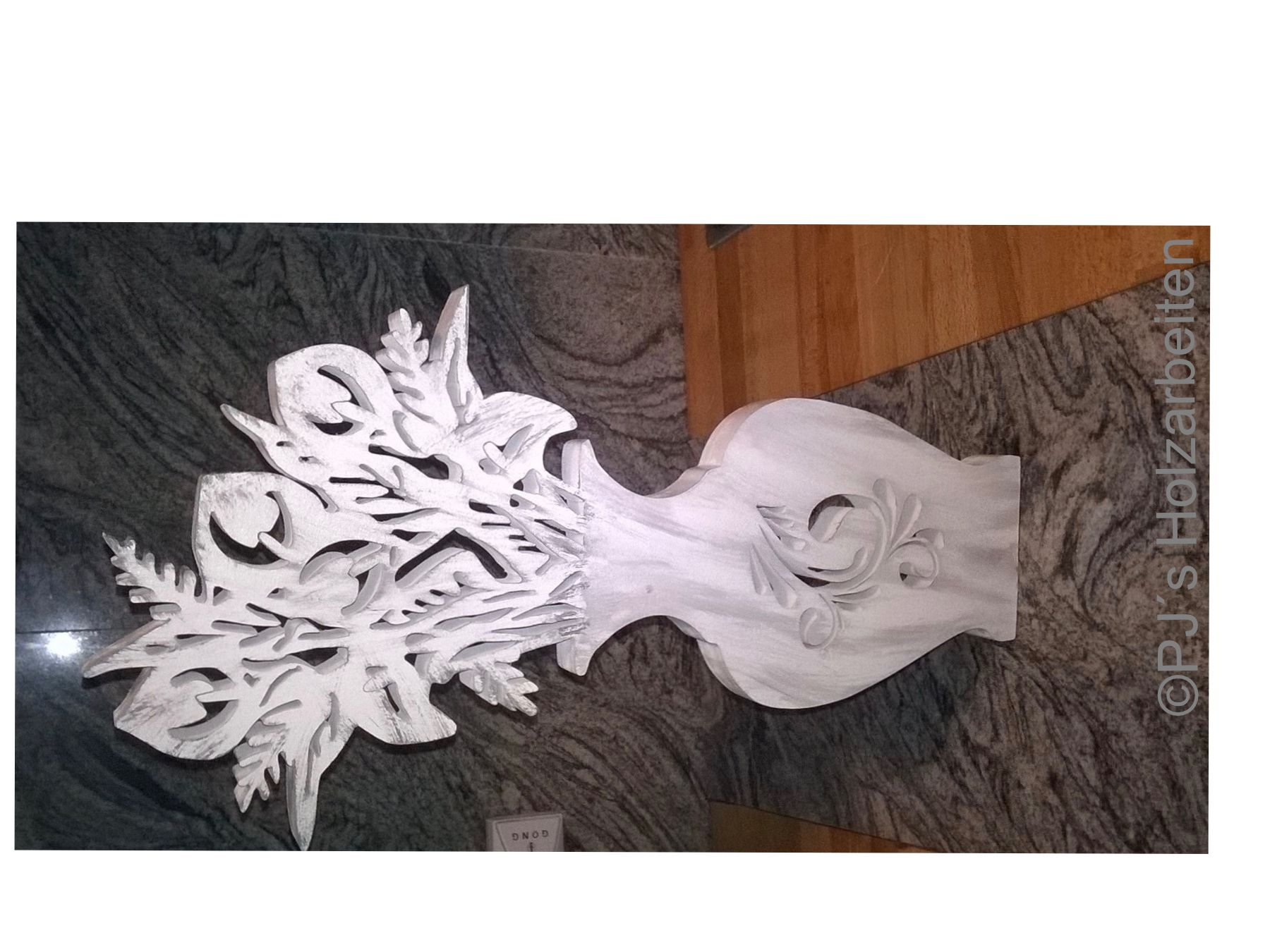 Holzveredelung der besonderen Art. Vase mit Callas zu beziehen über https://www.facebook.com/PJs-Handarbeiten-1488148414745884/ ab 35€