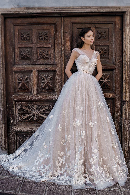 3a03a18a72848 Robe de mariée princesse avec papillons - Oksana Mukha Paris ...