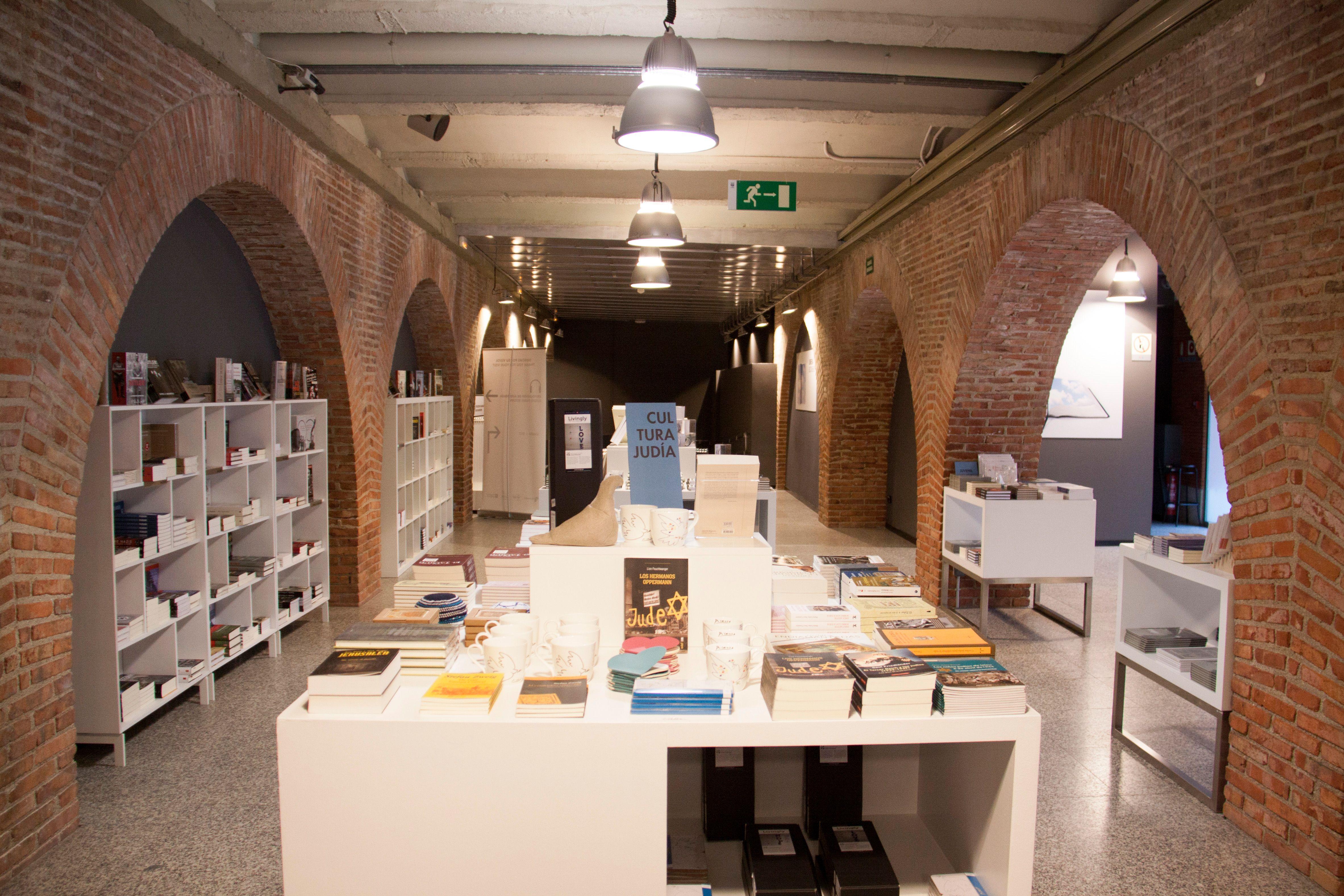 Pin De Veronica Capdeville En Libros En 2020 Libros Gueto De Varsovia Libros Historicos