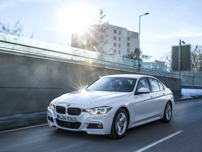 Bmw S 330e Iperformance Is A 3 Series Phev With I3 And I8 Learnings Hybrid Car Bmw Luxury Hybrid Cars