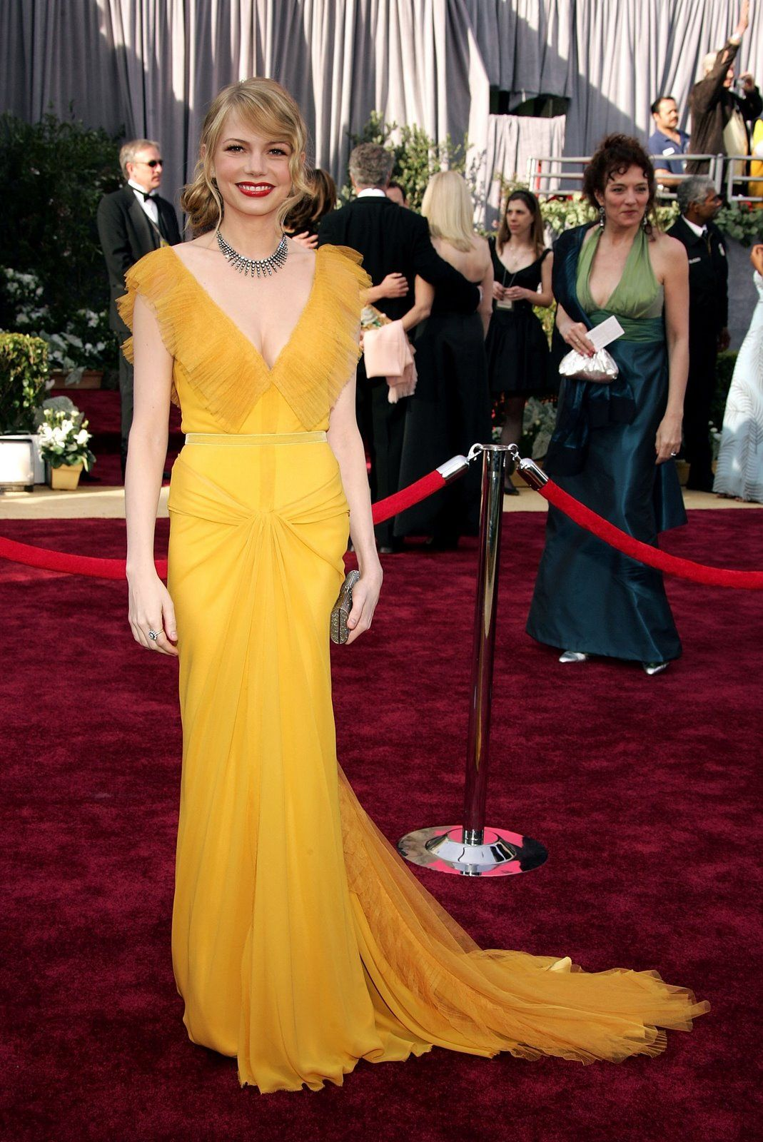 Michelle Williams 78th Oscars Dress Designed By Vera Wang Constructed Of Chiffon And Tulle Cosmopolitan Magazine Said Coupled With The Bright Red Lips