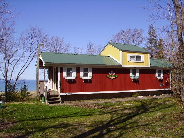 Paradise Lodging Caboose Cottage Lake Superior By Paradise Michigan Tiny House Vacation Small Cottage Homes Cottage Style