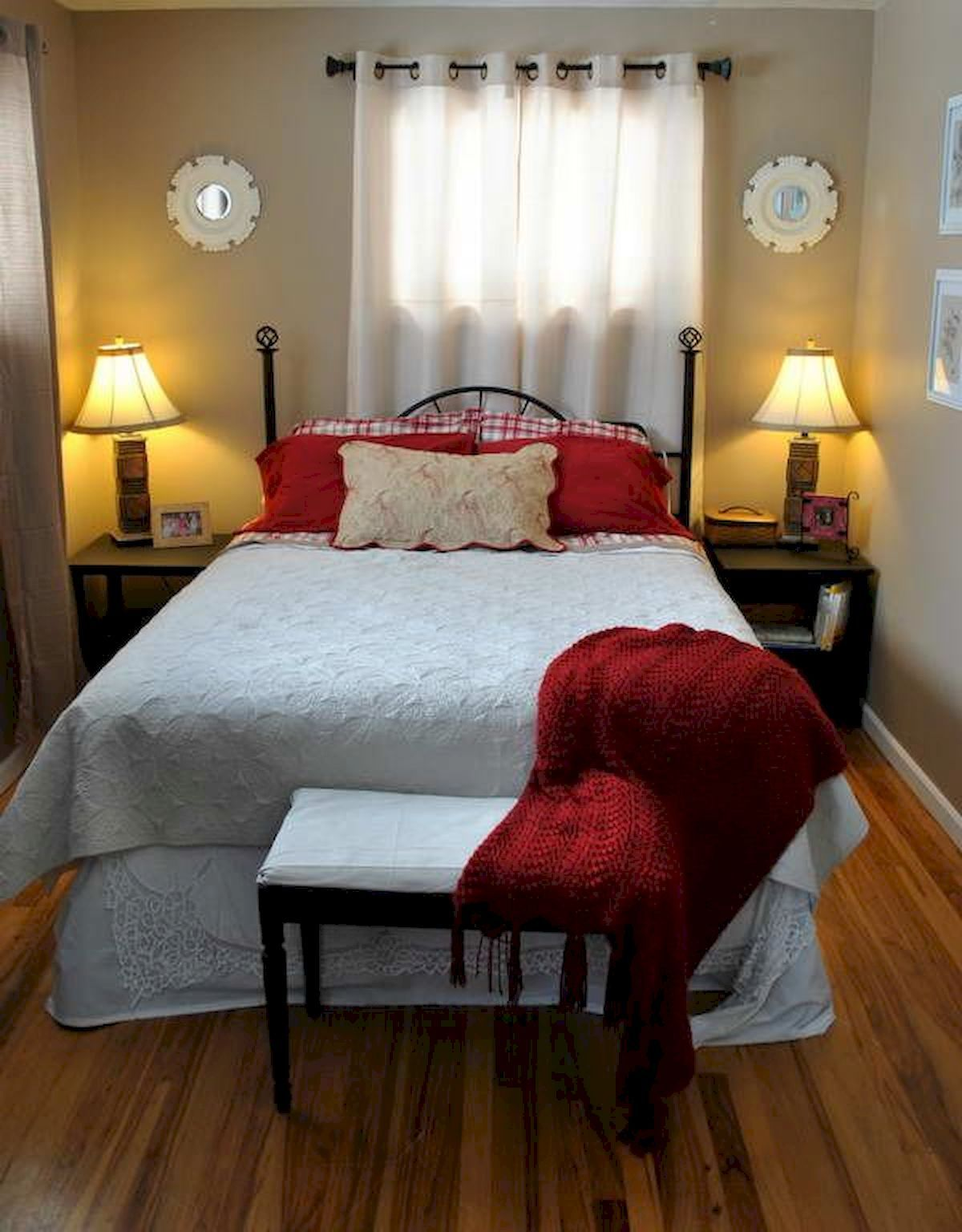 Brilliant 30 Awesome Small Bedroom Decorating Ideas On A Budget Decorating A Small Bedroom I Very Small Bedroom Small Bedroom Ideas For Couples Small Bedroom