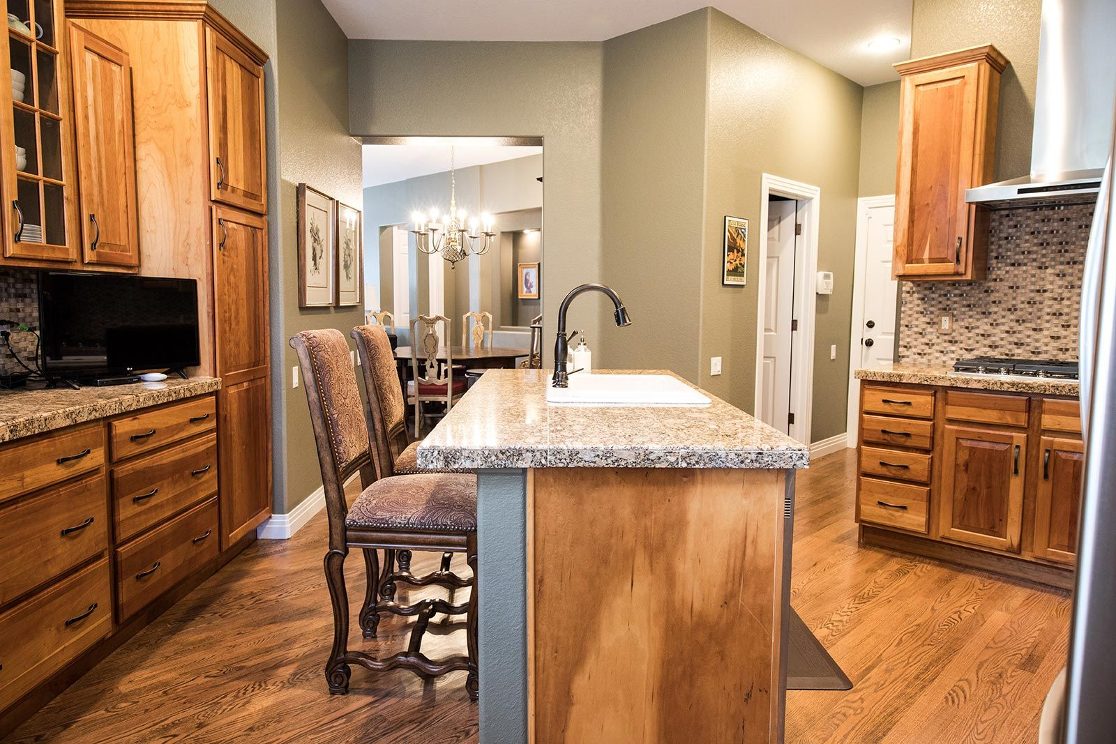 How To Clean Remove Grease From Your Wood Cabinets Frugal Blossom Clean Kitchen Cabinets Wood Cabinets Cleaning Wood Cabinets