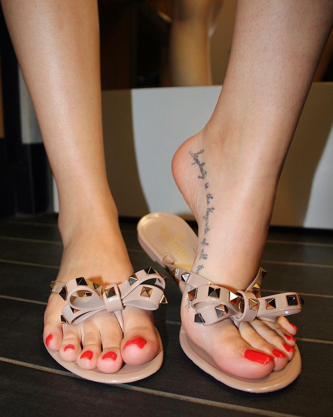 Elle Alexandra Lesbian Feet