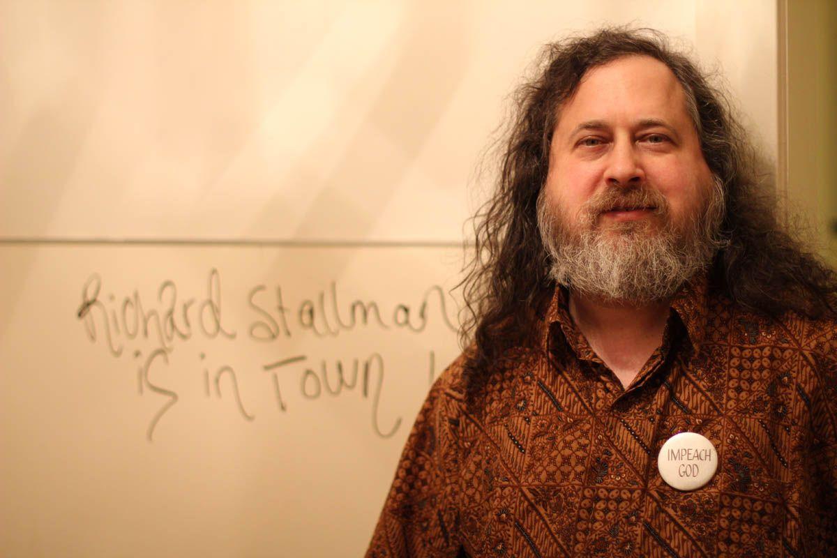 Richard Stallman: ένας θρύλος της πληροφορικής σε μια αποκλειστική συνέντευξη - OUGH.gr