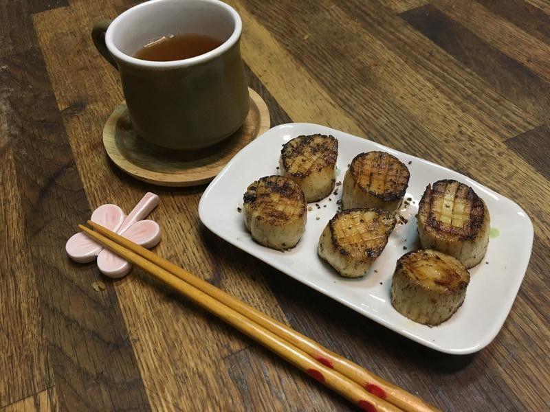 我蠻喜歡杏鮑菇的口感 用奶油間的焦香焦香,很適合當下酒菜喔