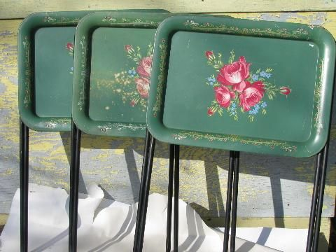 Wonderful Vintage Roses On Green Tole Litho Print Metal Folding TV Tray Tables