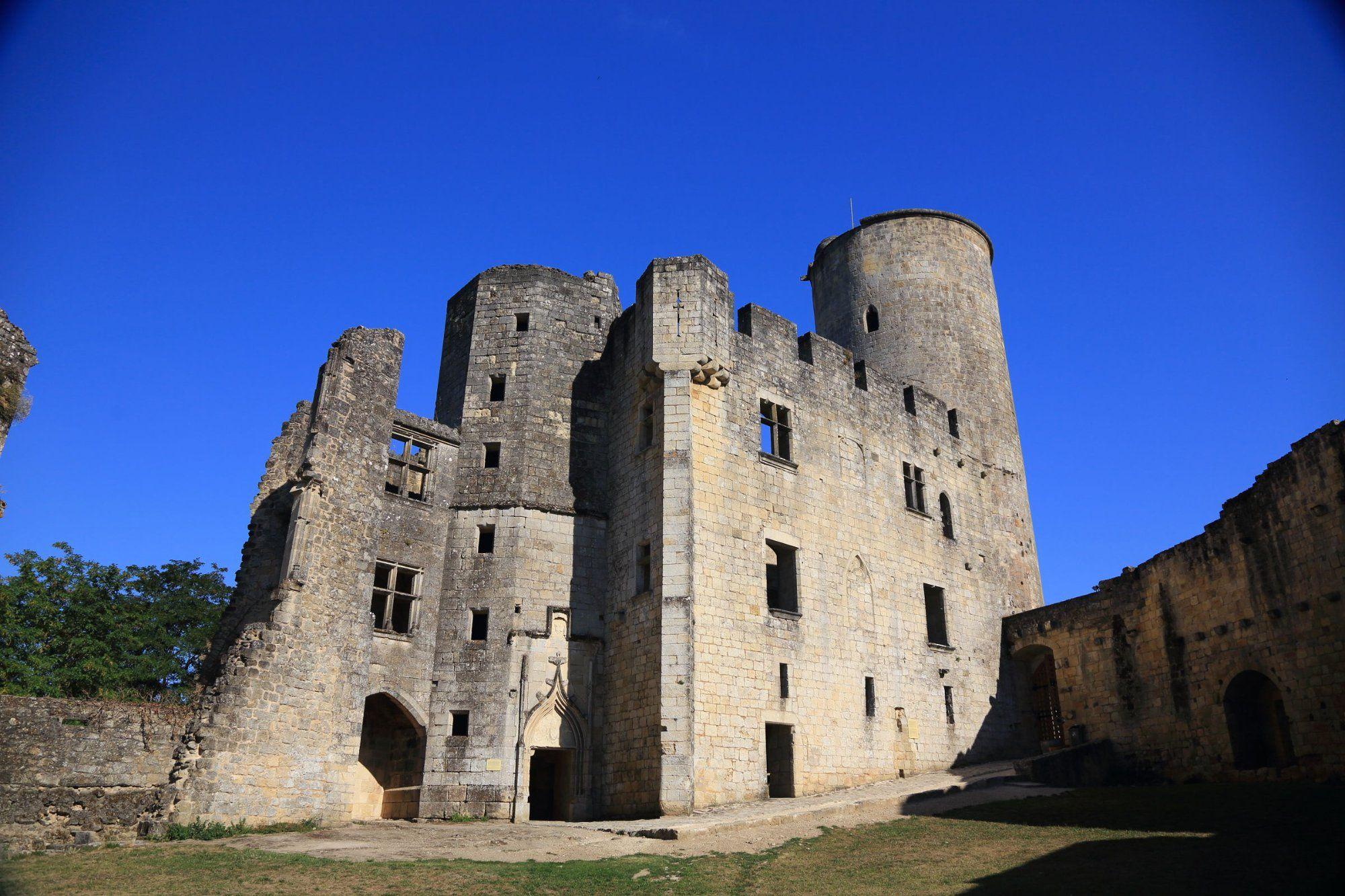 (Gironde) Château de Rauzan (XIIIe siècle). Édifié par
