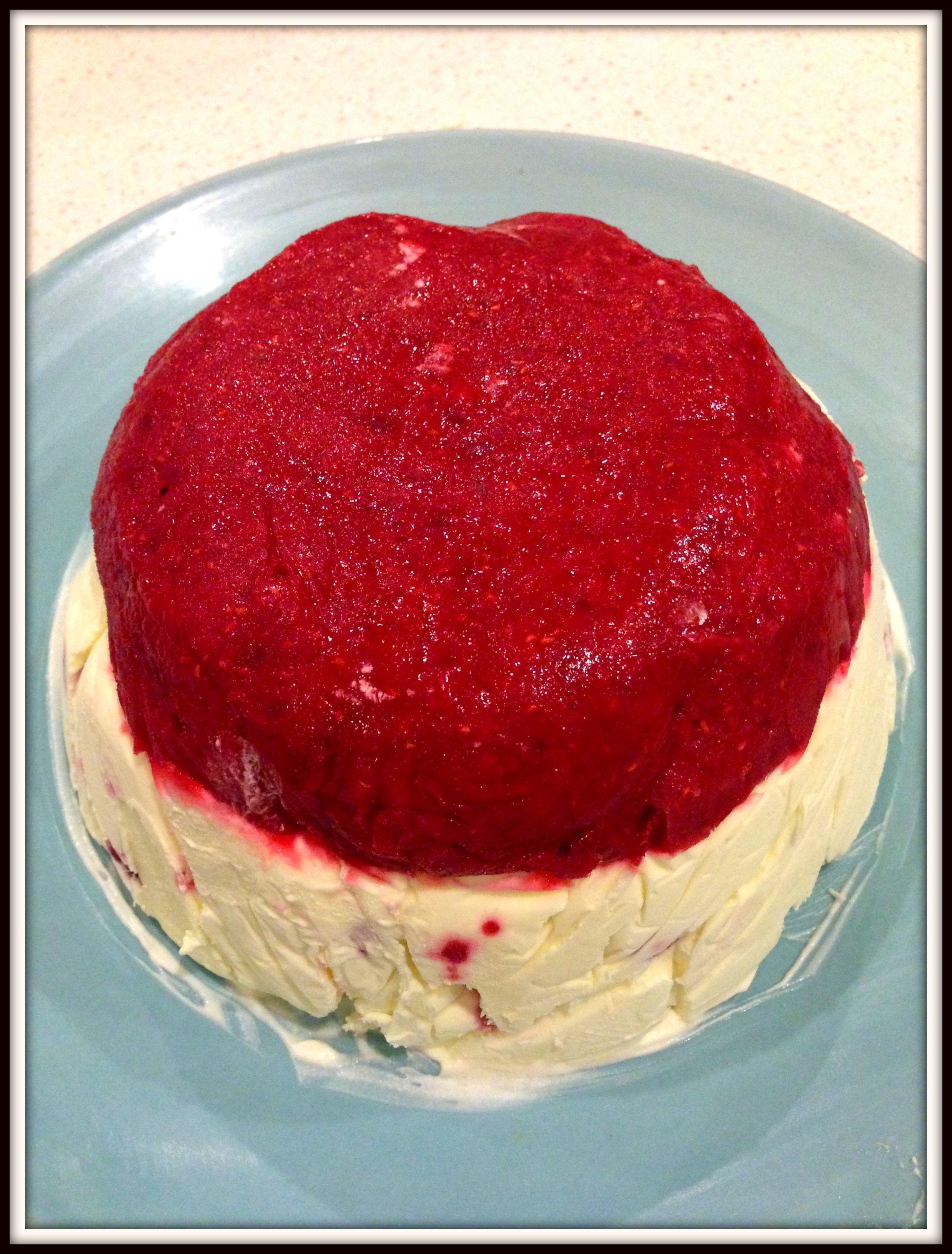 raspberry sorbet vanilla ice-cream #cake via www.thehungrymum.com