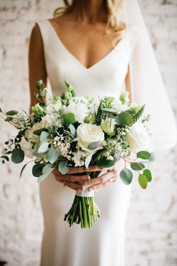 20 Elegant White and Greenery Wedding Bouquets