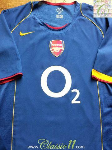 5fd43712f Relive Arsenal s 2004 2005 season with this vintage Nike away football shirt .